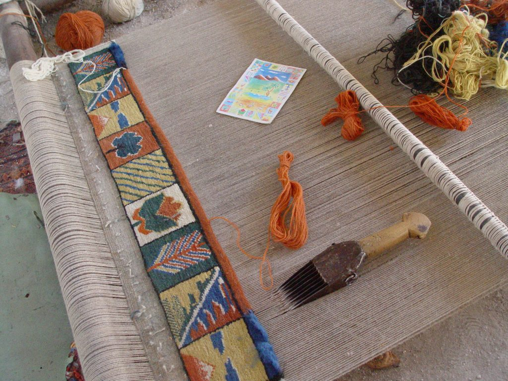 knpfen teppich cool anleitungen und beispiel zum stricken. Black Bedroom Furniture Sets. Home Design Ideas