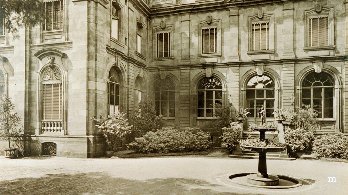 Alte Abtei, Mettlach, Villeroy & Boch, Hauptsitz, Innenhof mit Schinkelbrunnen, 1893