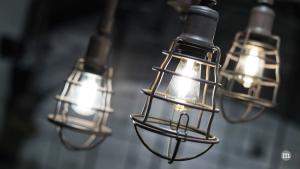 Mehrere Lichtquellen schaffen eine behagliche Atmosphäre